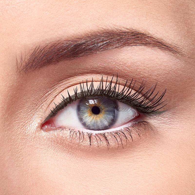 Delineado normal de ojos