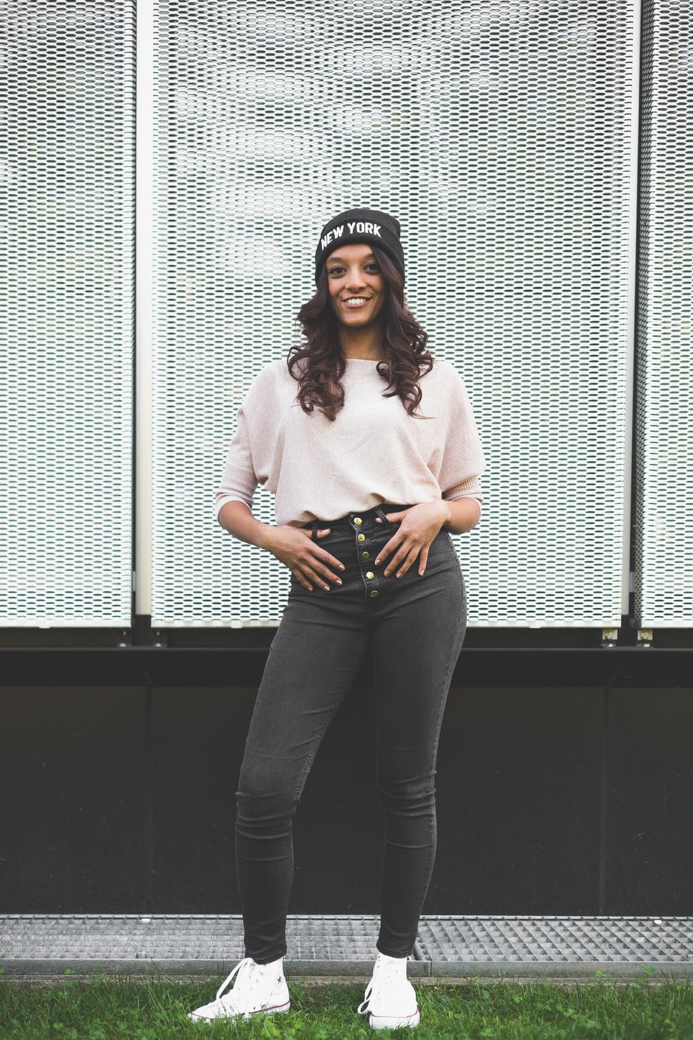 Outfit casual para mujeres: jeans negros